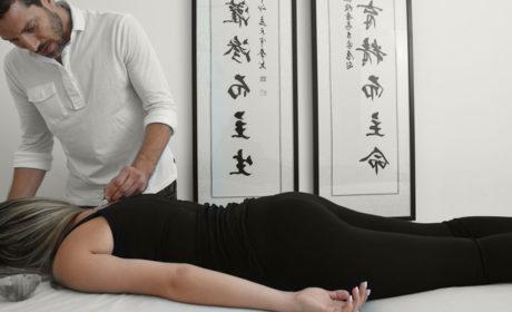 דיקור סיני לטיפול בכאבי גב